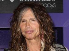 Steven Tyler s-a despartit de iubita?