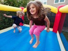 Studiu: numarul accidentarilor in casele gonflabile pentru copii este in crestere