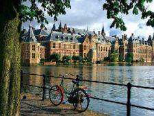 Amsterdam, ape eclectice si ferestre libertine