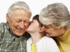 Bunici vs parinti: cum ii convingi sa nu isi rasfete nepotii