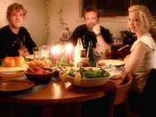 Studiu IRES: Majoritatea romanilor isi va petrece Revelionul acasa