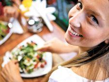 5 moduri sa scapi de 100 de calorii la masa