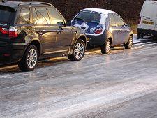 Poleiul de pe sosele Romaniei a cauzat aproape 100 de accidente auto