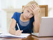 6 moduri de a sustine copilul cand isi face temele