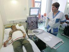 CNAS va lansa carduri de sanatate pentru persoanele care fac dializa