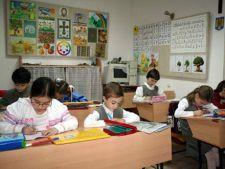 Discriminare la Oradea: Elevii romani si maghiari folosesc toalete separate
