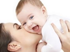 Tinerele mame, indemnate de Ministerul Muncii sa nu renunte la cariera in favoarea copiilor