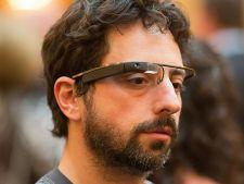Google a inventat Google Glass, ochelarii care transmit sunetele cu ajutorul oaselor
