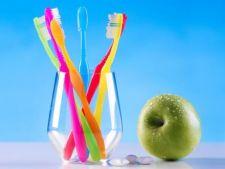 Top 7 alimente pe care dentistii te sfatuiesc sa le eviti