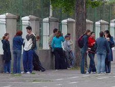 Reguli ciudate in scolile romanesti: Elevii care apar in tabloide pot fi exmatriculati