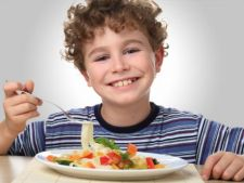 3 nutrienti importanti care ar putea lipsi din dieta copilului tau