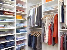 Gata cu haosul din dulapul de haine: 4 pasi  de organizare