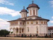 Studiu: Romanii au tot mai putina incredere in Biserica Ortodoxa