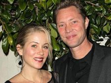 Christina Applegate s-a casatorit intr-o rochie creata de un designer roman