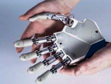 Elev roman premiat de NASA pentru inventia mainii bionice