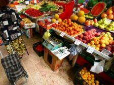 Legume si fructe contaminate cu pesticide, depistate in Romania