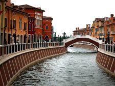 Florentia Village - orasul mall, construit de chinezi ca replica a celebrului oras italian Florenta