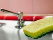 5 moduri prin care sa-ti sterilizezi buretele de bucatarie