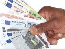 Angajati la stat cu salarii de peste 4.000 de euro