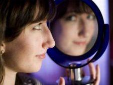 Cum iti ajuti fiica sa isi formeze o imagine sanatoasa despre sine