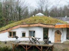 Casa Hobbit, la un pas de a fi demolata. Autoritatile considera ca este