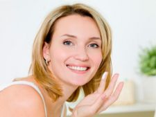 Mentine-te tanara: 3 trucuri de makeup antiimbatranire