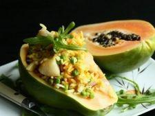 Cosulet delicios de papaya cu orez si creveti