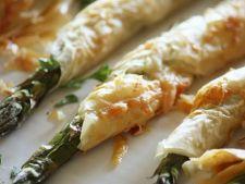 Rulouri de cod marinat  cu sparanghel