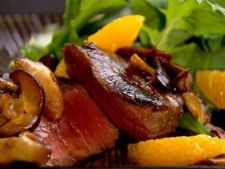 Friptura delicioasa de vitel in sos de vin si portocala