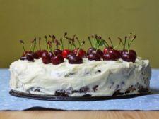 Tort cu cirese si ciocolata alba