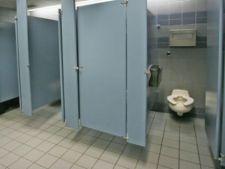 Urinatul din picioare ar putea fi interzis in Europa
