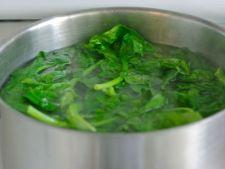 Apa in care fierbi alimentele, o solutie geniala pentru plantele din gradina