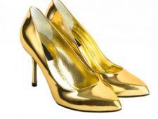 Au aparut primii pantofi de aur