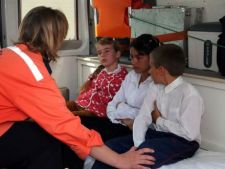 Peste 70 de elevi si profesori au ajuns la spital dupa banchetul de absolvire