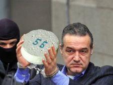 Gigi Becali, sarbatorit de detinutii de la Jilava
