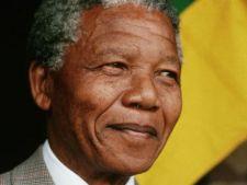 Nelson Mandela, conectat la aparate