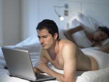 Filmele porno afecteaza viata de cuplu? Vezi de ce sunt femeile geloase pe iubitii lor care se uita