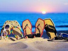 6 tipuri de papuci de plaja in tendintele verii 2013