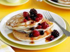 Mic dejun gustos si sanatos: 5 idei dulci cu fructe de padure