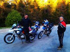 Doi romani si-au propus vizitarea Asiei pe motocicleta in 80 de zile