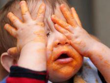 Cum sa iti hranesti bebelusul fara a lasa murdarie in urma