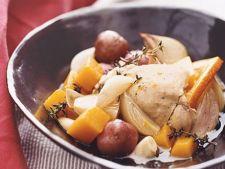 Pulpe fragede de pui cu garnitura de cartofi noi si portocale