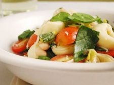 Salata de vara cu tortellini si baby spanac