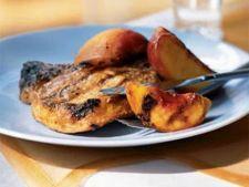 Cotlete de porc la gratar cu piersici caramelizate