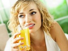4 sucuri naturale de vara care te ajuta sa slabesti si sa-ti detoxifici organismul
