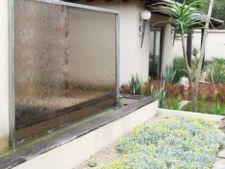 Pereti  de apa in amenajarea gradinii: stil si eleganta in natura