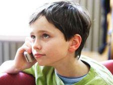Varsta la care copiii primesc primul telefon mobil, din ce in ce mai scazuta