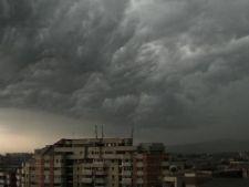 Meteorologii anunta cod galben de furtuna in tara si ploi slabe in Bucuresti