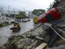 Furtuni tropicale foarte puternice in Mexic: 40 de morti si peste 200.000 de sinistrati