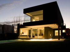 Fatada neagra in decorarea casei: misteriozitate si eleganta